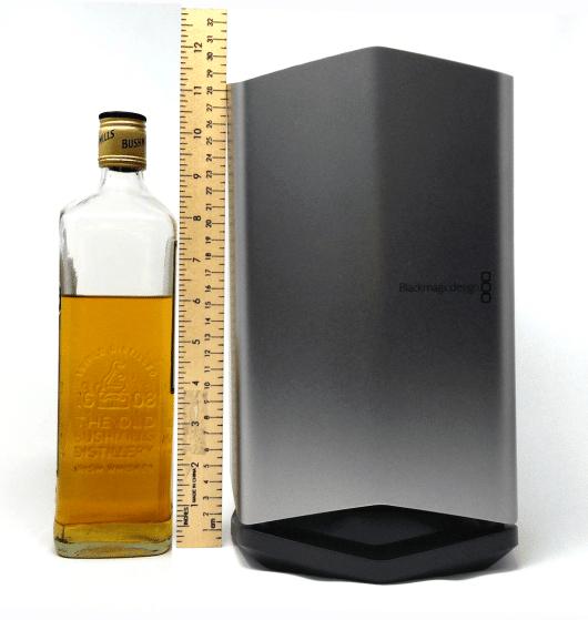 S03E04 2018 Mac Mini and Blackmagic eGPU Pro_eGPU size comparison scotch